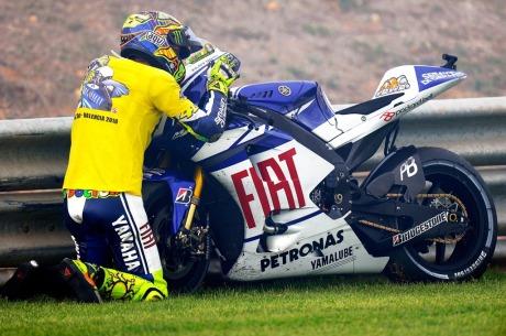 Rossi-goodbye-kiss-Yamaha-YZR-M1.jpg