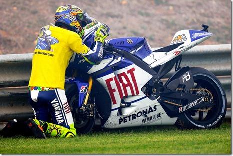 Rossi-goodbye-kiss-Yamaha-YZR-M1