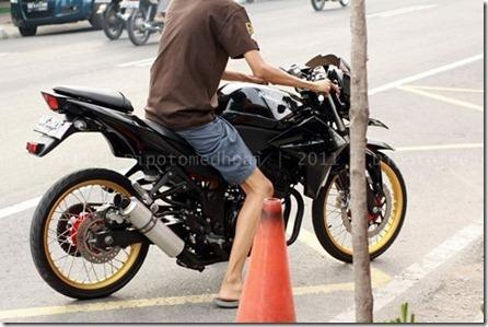 motor sport ban cacing semakin ramai, alay kaya :D 13 September 2012