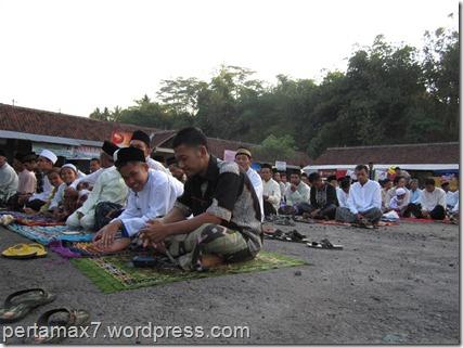 suasana sholat idul adha 1433 H di desaku :D 26 Oktober 2012