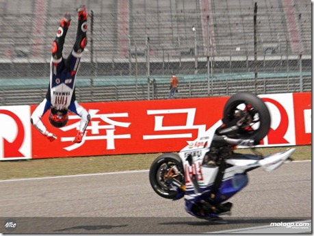 lorenzo crash (Small)