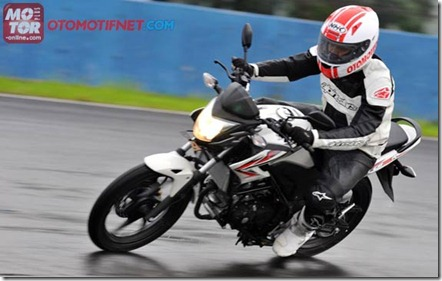 test ride honda cb150r mplus