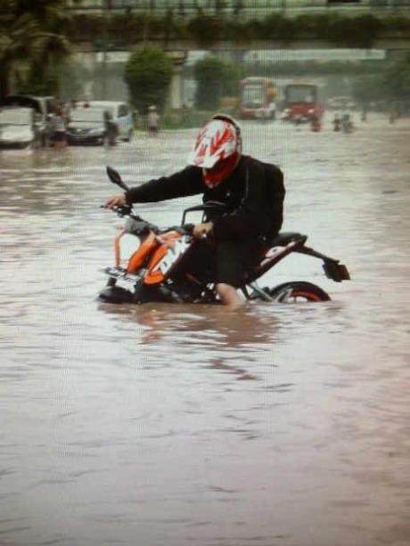 ktm-duke-banjir.jpg