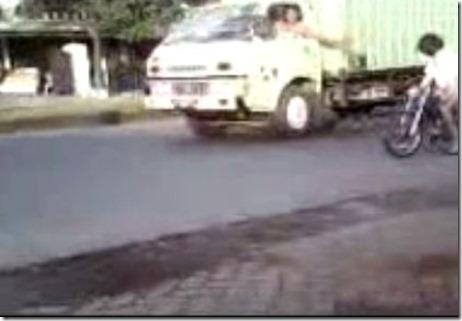 alay ban cacing ditab rak truk