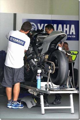 Rossi Tweets Foto Livery Baru Motor Yamaha M1 1 (Small)