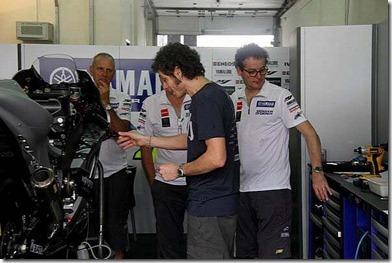 Rossi Tweets Foto Livery Baru Motor Yamaha M1 4 (Small)