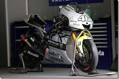 Rossi Tweets Foto Livery Baru Motor Yamaha M1 8 (Small)