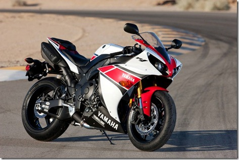 Yamaha-R1-static-2 (Small)