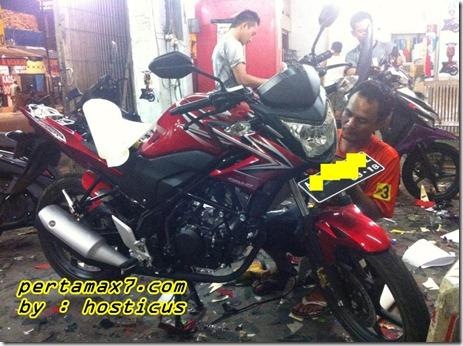 honda Cb150R furious red
