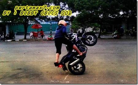 honda CB150R freestyle 3
