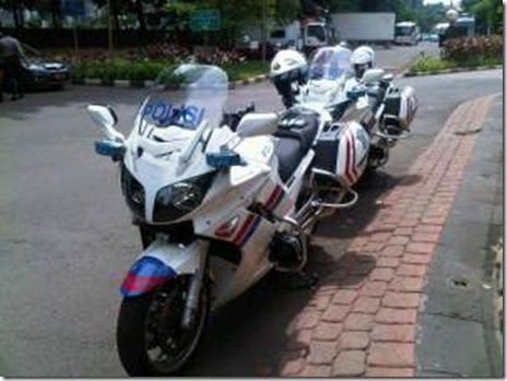 polisi-yamaha-fzr