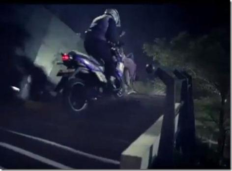 yamaha X-ride naik tangga