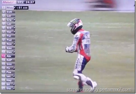 jorge lorenzo crash 25