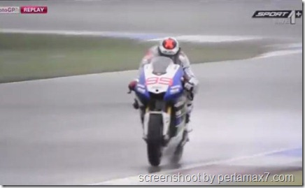 jorge lorenzo crash 2