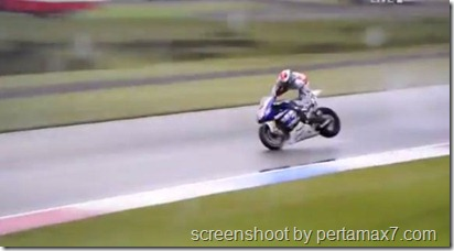 jorge lorenzo crash 8