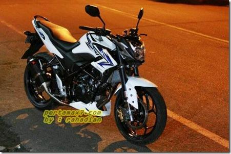 modifikasi honda CB150R streetfire velg new ninja 250 fi