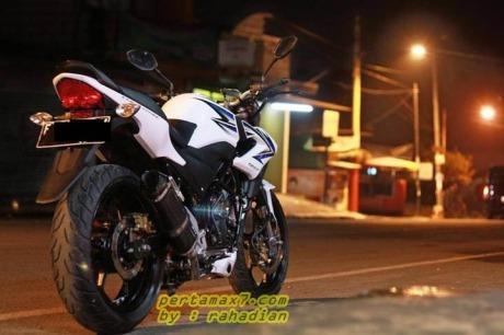 modifikasi-honda-CB150R-streetfire-velg-ninja-250-fi.jpg