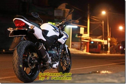 modifikasi honda CB150R streetfire velg ninja 250 fi