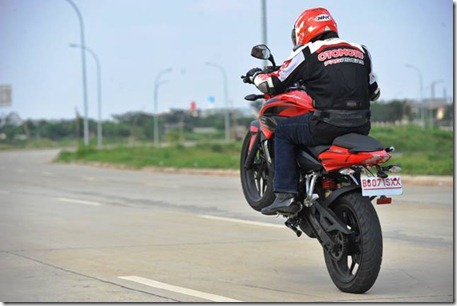 test ride kawasaki bajaj pulsar 200ns top speed
