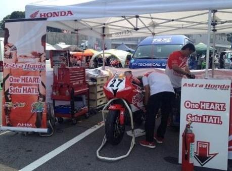 astra-honda-racing-team-suzuka-2013-padock-Small.jpg