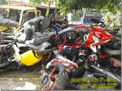 sepeda motor yamaha rusak (Small)