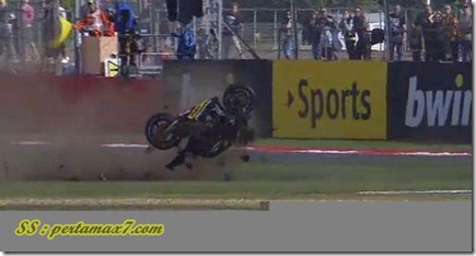 cal crutlow crash on silverstone 2