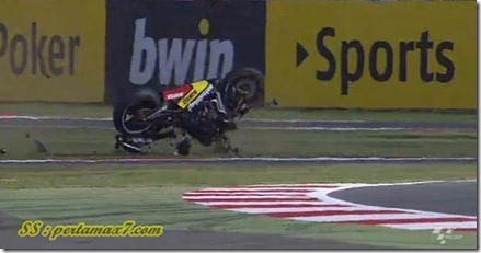cal crutlow crash on silverstone 3