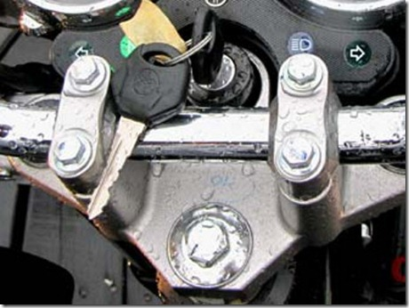 kunci kontak sepeda motor