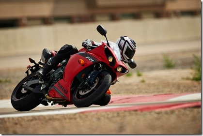 2014-Yamaha-R1-red-770x513