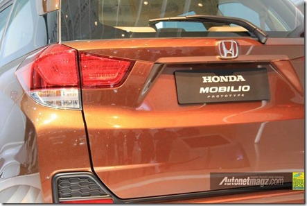 honda mobilio tail light