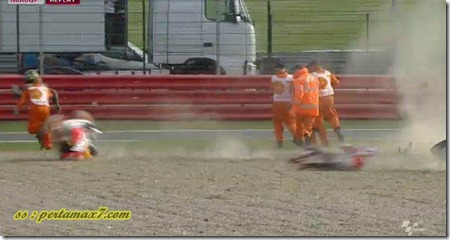 marquez crash hit crutlow 3