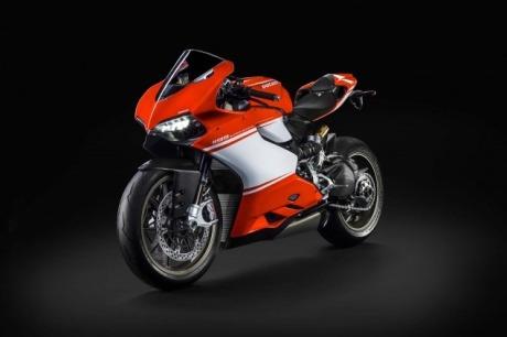 2014-Ducati-1199-Superleggera-studio-26-635x423.jpg