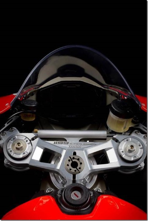 2014-Ducati-1199-Superleggera-studio-31-635x952 (Small)