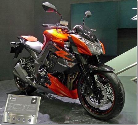 Kawasaki_Z1000_right-front_2011_Tokyo_Motor_Show (Small)