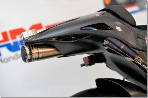 2014-Honda-RCV1000R-MotoGP-02-635x422