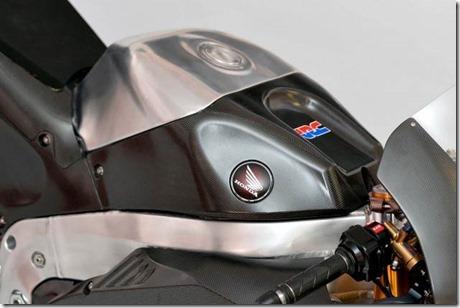 2014-Honda-RCV1000R-MotoGP-03-635x423
