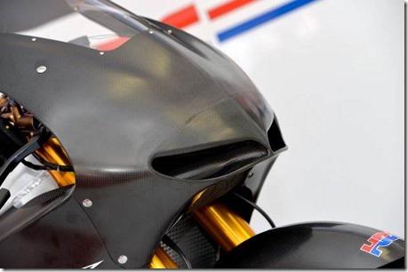 2014-Honda-RCV1000R-MotoGP-04-635x422