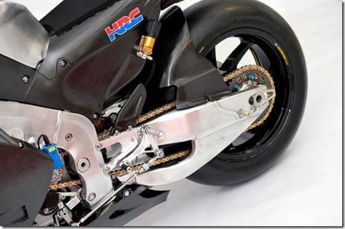 2014-Honda-RCV1000R-MotoGP-10-635x422