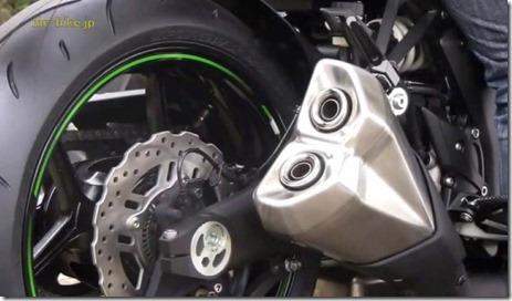 2014-Kawasaki-Z1000-video-leak-04-635x371 (Small)