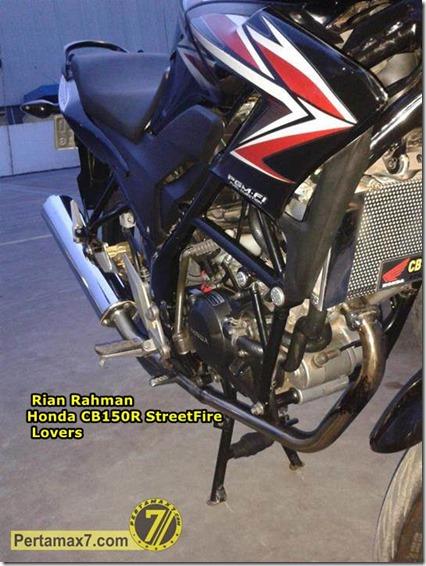 Honda CB150R pakai knlapot Suzuki Satria Fu