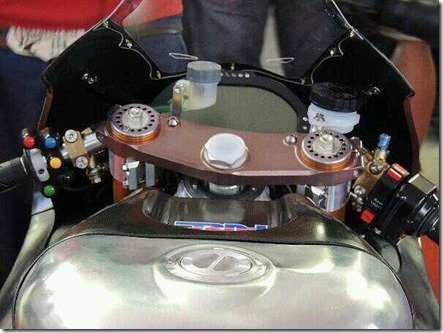 Honda RCV1000R production racer console