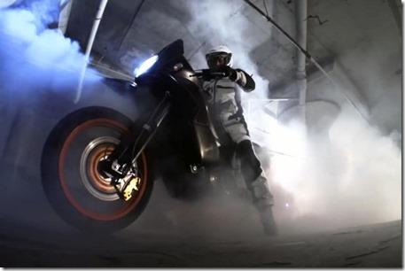 two-wheeled-burnout-635x423