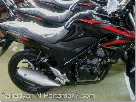honda CB150R black carbon red