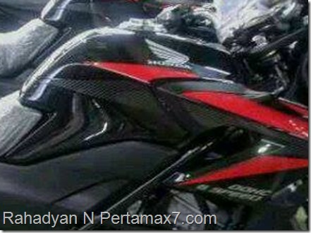 honda CB150R black carbon red