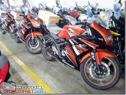 warna-baru-Ninja-150RR-1