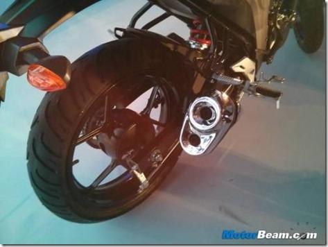 500x375x2014-Suzuki-Gixxer-Exhaust.jpg.pagespeed.ic.fayCad7vCD