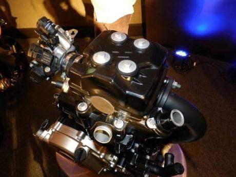 bajaj-pulsar-200ns-engine-01-Small.jpg