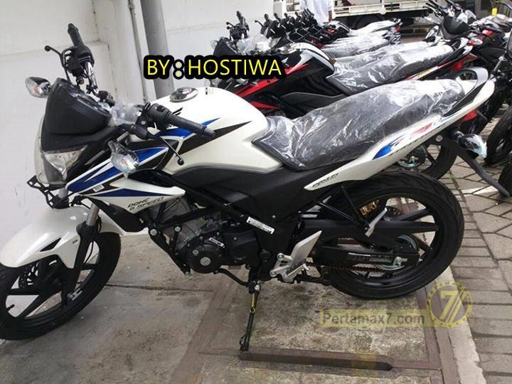 Penampakan Honda CB150R New Striping 2014 Ada Yang Sudah Nangkring Di Dealer White Blue