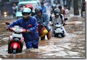 motor mogok terjang banjir