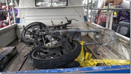 Motor terbakar karena pasang stiker pinggir jalan 2